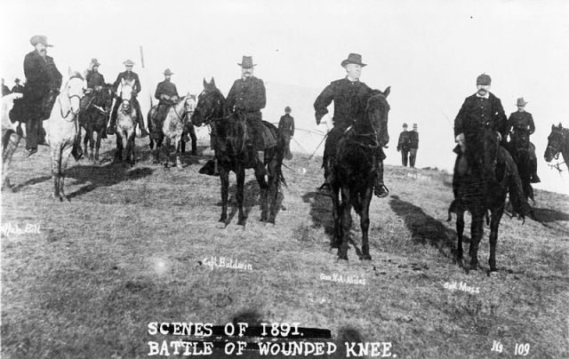 Wounded Knee 800px-Woundedkneeofficers