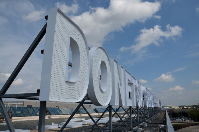 donetsk airport sign 5afe7135fe67aaf2