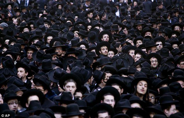 Hassidic Jews Manhattan article-0-1C28873400000578-842_634x407