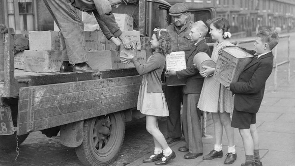 Children-loading-tins-of-biscuits-for-civilians-in-liberated-Europe-1945-PUBLIC-DOMAIN